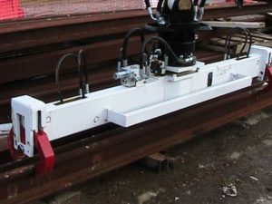 Hydraulic rail beam