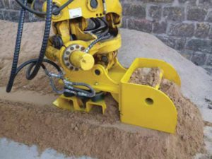 Sand leveling device